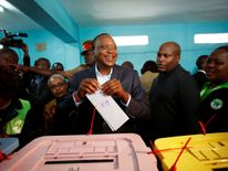 President Uhuru Kenyatta casts his vote in the election