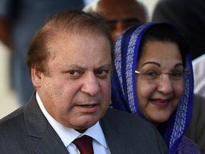Kulsoom Nawaz Sharif with her husband Nawaz Sharif