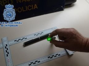 The National Police identifies two people for dazzling several pilots when they landed at the Malaga airport