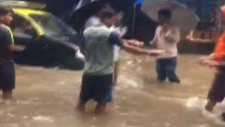 Heavy rainfall causes flooding on streets of Mumbai