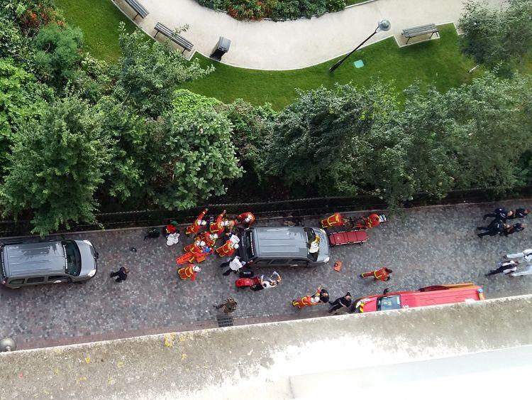 Car slams into soldiers in Paris