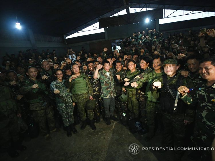 President Duterte meets troops in Marawi City