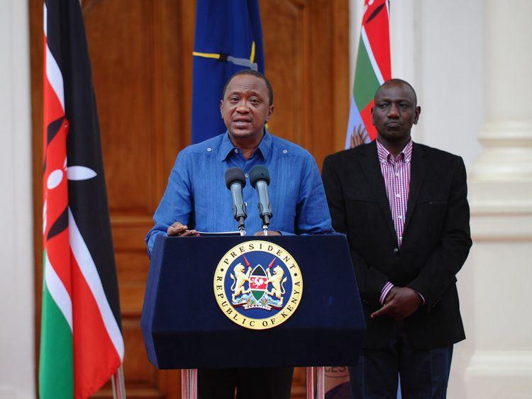 Kenyan President Uhuru Kenyatta (L) flanked by Deputy President William Ruto