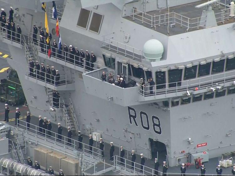 Das Schiff wiegt mehr als 65.000 Tonnen und ist fast 300 Meter lang