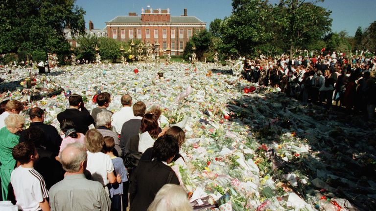 There was a public outpouring of grief at Diana's death