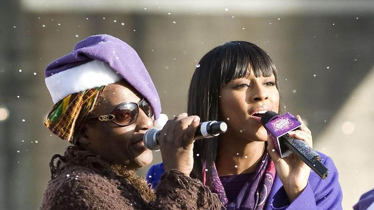 Alexandra Burke singing with her mother Melissa Bell