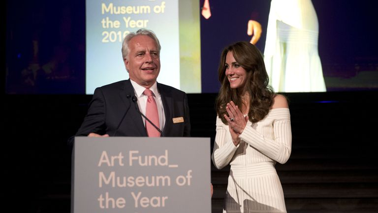 File photo dated 06/07/2016 of the Duchess of Cambridge with the Director of the Victoria and Albert Museum Martin Roth, receiving on behalf of the museum, the Art Fund Museum of the Year 2016 award, during a dinner at the Natural History Museum in London. Dr Martin Roth, the director of the V&A from 2011 to 2016, has died at the age of 62. PRESS ASSOCIATION Photo. Issue date: Monday August 7, 2017. See PA story DEATH Roth. Photo credit should read: Matt Dunham/PA Wire