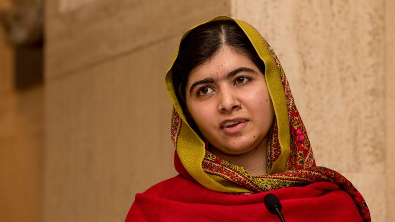 BIRMINGHAM, ENGLAND - NOVEMBER 29: Malala Yousafzai gives a speech as she unveils her official portrait by artist Nasser Azam at Barbar Institute Of Fine Art on November 29, 2015 in Birmingham, England. (Photo by Richard Stonehouse/Getty Images)