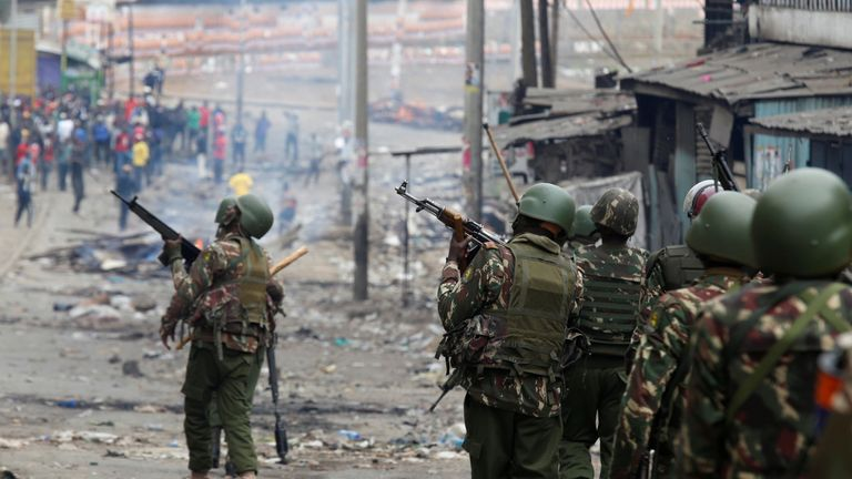 Riot police arrive to disperse the protesters in Mathare