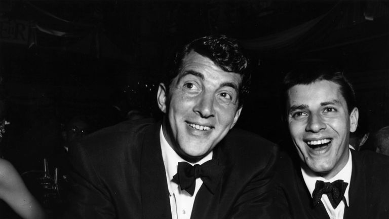 Dean Martin (L) and Jerry Lewis