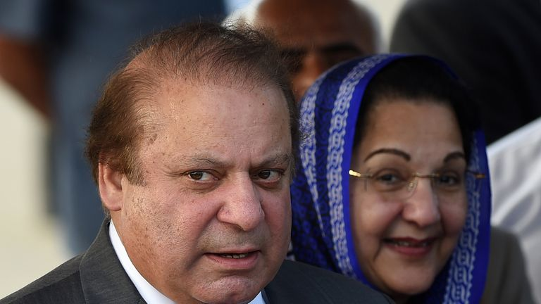 Kulsoom Nawaz Sharif with her husband Nawaz Sharif