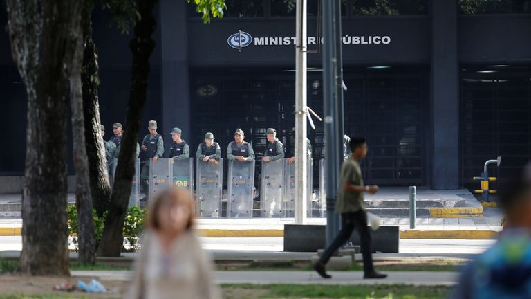 Government troops in front of the Prosecutor's office in Caracas