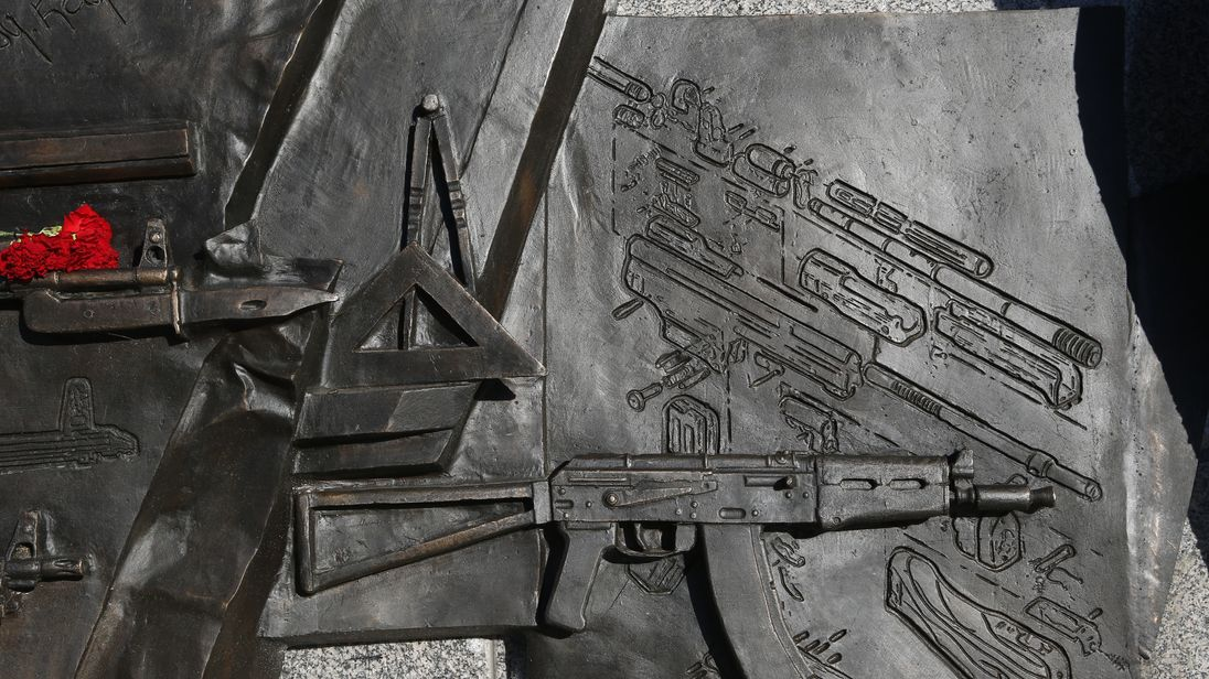 The drawing on the right side of this image shows the StG44 rifle