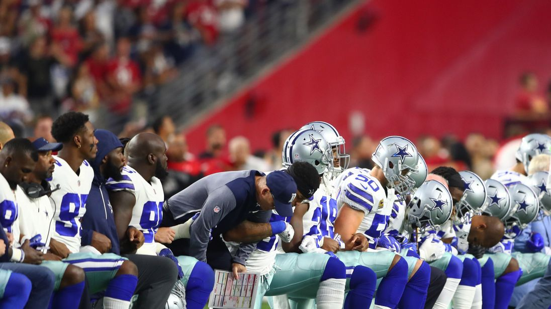 Jerry Jones, entire Cowboys team kneel before national anthem