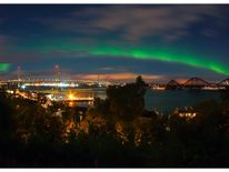 The aurora borealis above the three bridges of the Firth of Forth, Pic: Paul Barolos