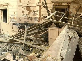 A Belfast court where hundreds of paramilitaries were convicted of terrorist offences is to be converted into a hotel.