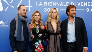 """Director Darren Aronofsky (L) poses with actors Javier Bardem (R), Jennifer Lawrence (2nd R) and Michelle Pfeiffer during a photocall for the movie """"Mother!"""""""