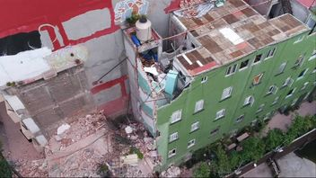 Drone footage shows the extent of damge done to buildings in Mexico City.