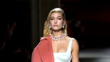 Hailey Baldwin on the catwalk during the TOPSHOP London Fashion Week SS18 show