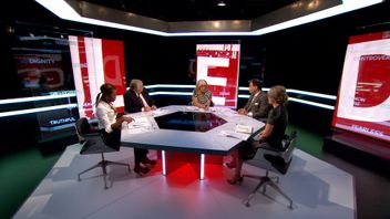 The panel in discussion on the Pledge.
