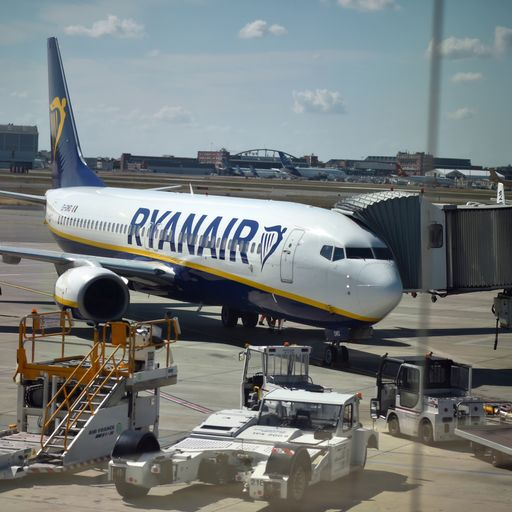 Ryanair publishes striking workers' payslips