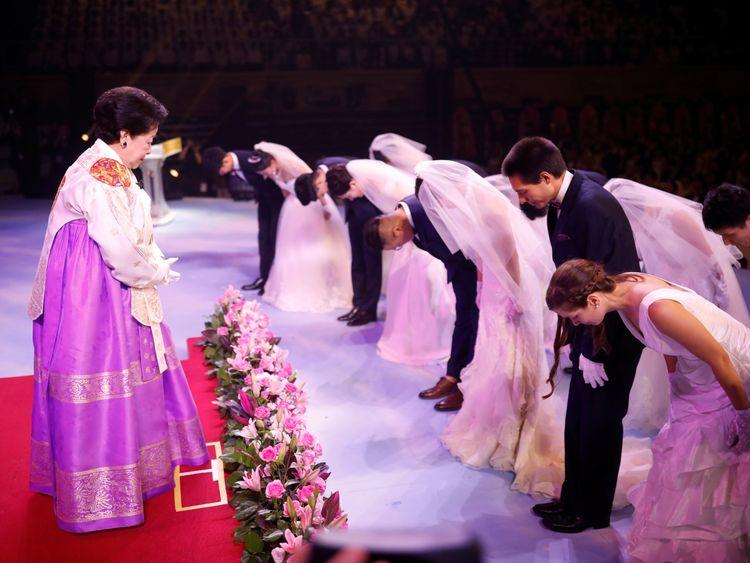 Newlywed couples bow to Han Hak-ja, widow of Evangelist Reverend Moon Sun-myung