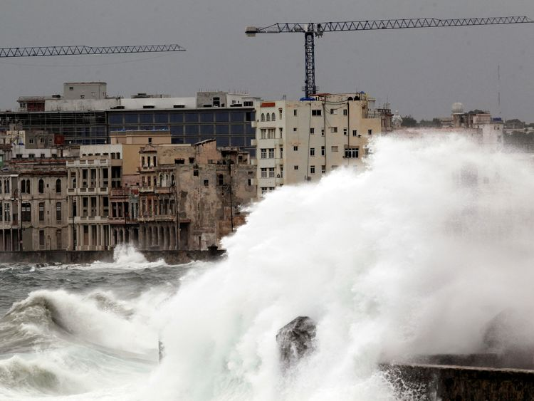 Waves of up to 11m batter Havana