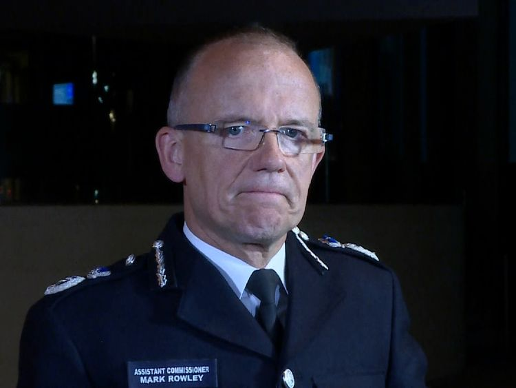 Assistant Commissioner Mark Rowley provides an update on the hunt for the Parsons Green terror suspect or suspects
