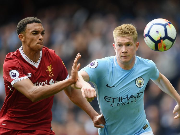 MANCHESTER, ENGLAND - SEPTEMBER 09: Kevin De Bruyne of Manchester City and Trent Alex Arnold of Liverpool battle for possession during the Premier League m