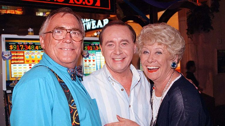 Jack (left) and Vera Duckworth (Bill Tarmey and Liz Dawn) with Street veteran Ray Langton (actor Neville Buswell)