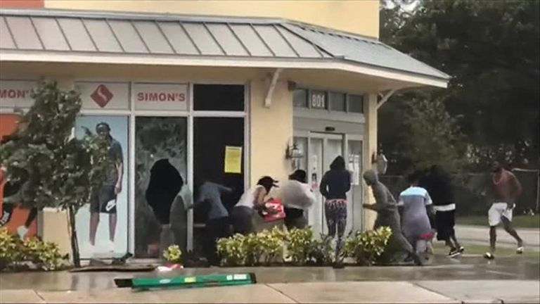 Looters in Fort Lauderdale steal from a shoe store