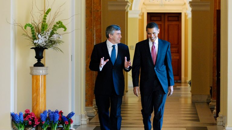 US Democratic presidential candidate Barack Obama (D-IL) (L) walks to a meeting with Britain's Prime Minister Gordon Brown at the British ambassador's residence in Washington, April 17, 2008