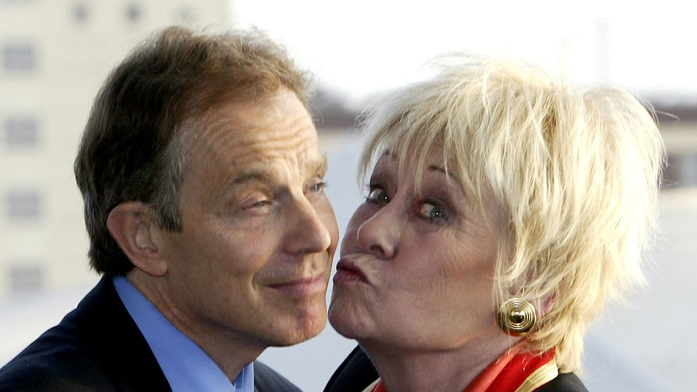 Liz Dawn kisses Tony Blair for the cameras in 2004