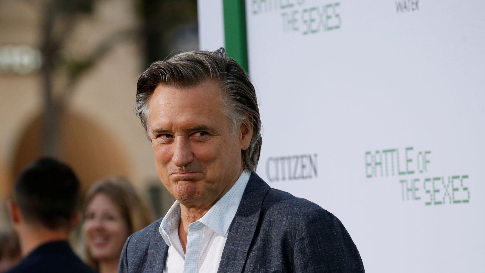 Actor Bill Pullman receives award and breaks it