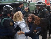 Women clash with Spanish Guardia Civil guards