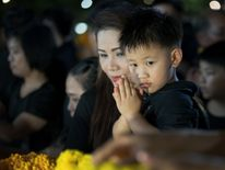People gather to pay their respects to Thailand's late King Bhumibol Adulyadej