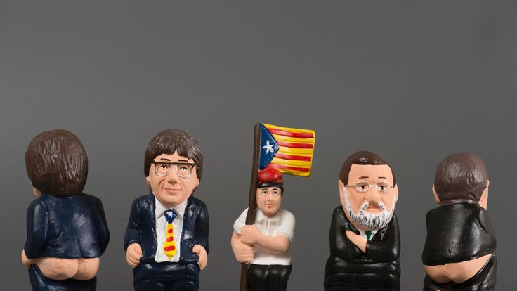 Ceramic figurines of Carles Puigdemont and Mariano Rajoy