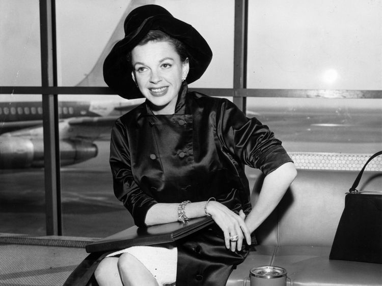 circa 1955: Singer and film star, Judy Garland (1922 - 1969) during an airport. (Photo by Keystone/Getty Images)