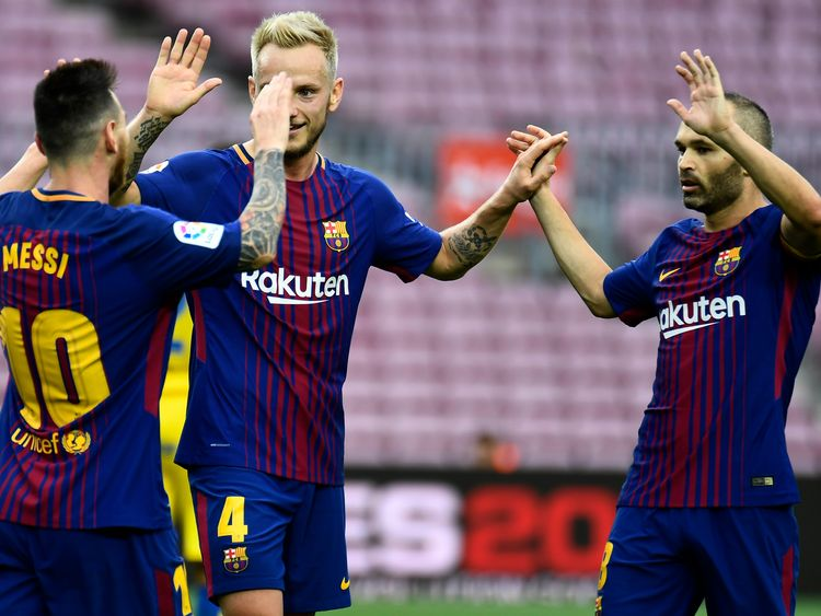 Barcelona's Argentinian forward Lionel Messi (L) celebrates with Barcelona's Croatian midfielder Ivan Rakitic and Barcelona's Spanish midfielder Andres Ini