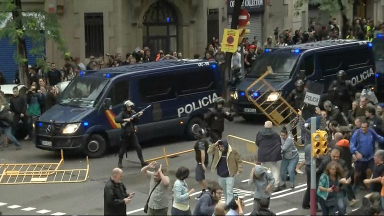 Violence flares in Barcelona over the banned Catalan vote
