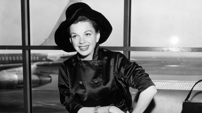 circa 1955: Singer and film star, Judy Garland (1922 - 1969) at an airport. (Photo by Keystone/Getty Images)
