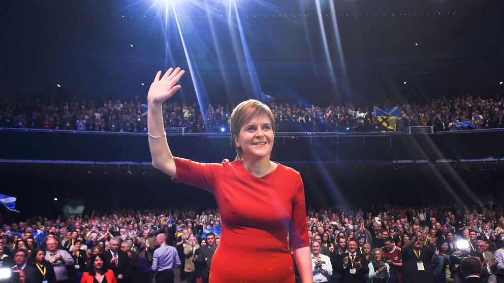 Scottish National Party leader and Scotland's First Minister Nicola Sturgeon receives a standing ovation after speaking on the final day of the Scottish National Party (SNP) annual conference in Glasgow on October 10, 2017. The Scottish National Party on Monday urged the Spanish government to 'respect the overwhelming 'si' vote' in the Catalan independence referendum in a resolution at its annual conference. / AFP PHOTO / ANDY BUCHANAN
