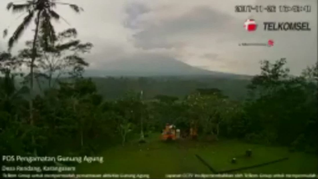 Volcano alert in Bali raised to highest level