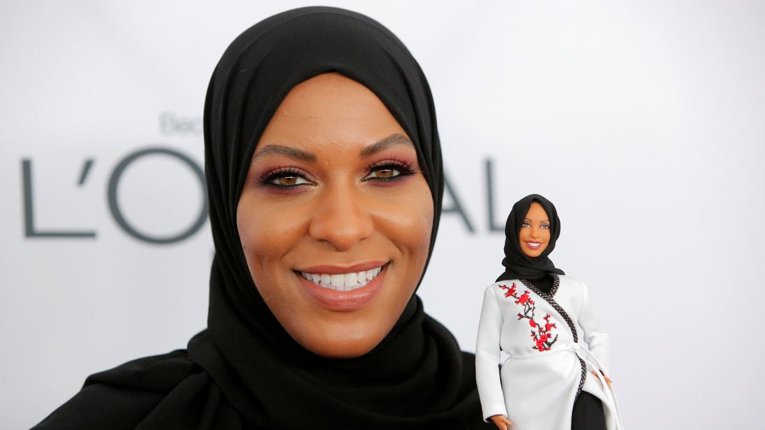 Olympic fencer Ibtihaj Muhammad holds a Barbie doll made in her likeness as she attends the 2017 Glamour Women of the Year Awards at the Kings Theater in Brooklyn, New York, U.S., November 13, 2017. REUTERS/Andrew Kelly