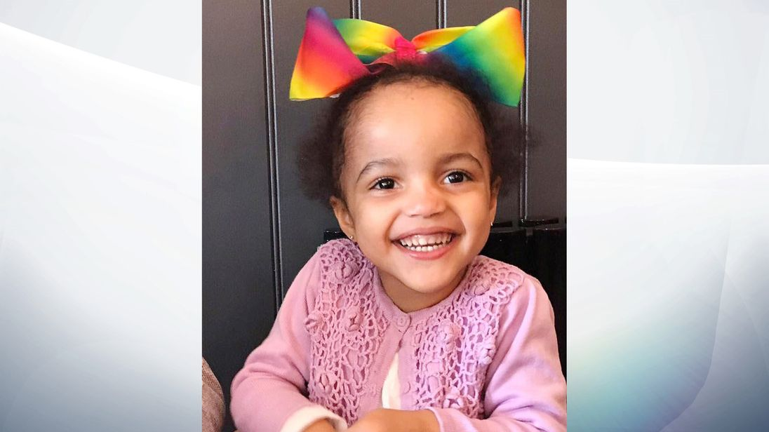 A High Court judge has asked for help from the public in finding a Elliana who has gone missing with her schizophrenic mother.