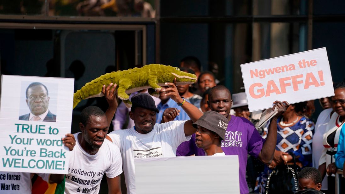 Supporters of Emmerson Mnangagwa prepare to welcome him to back to Harare