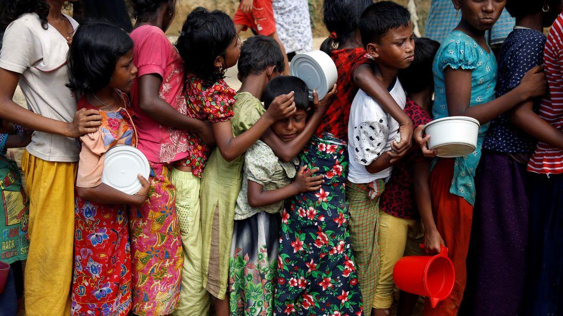 Children queue for food at Palongkhali makeshift refugee camp