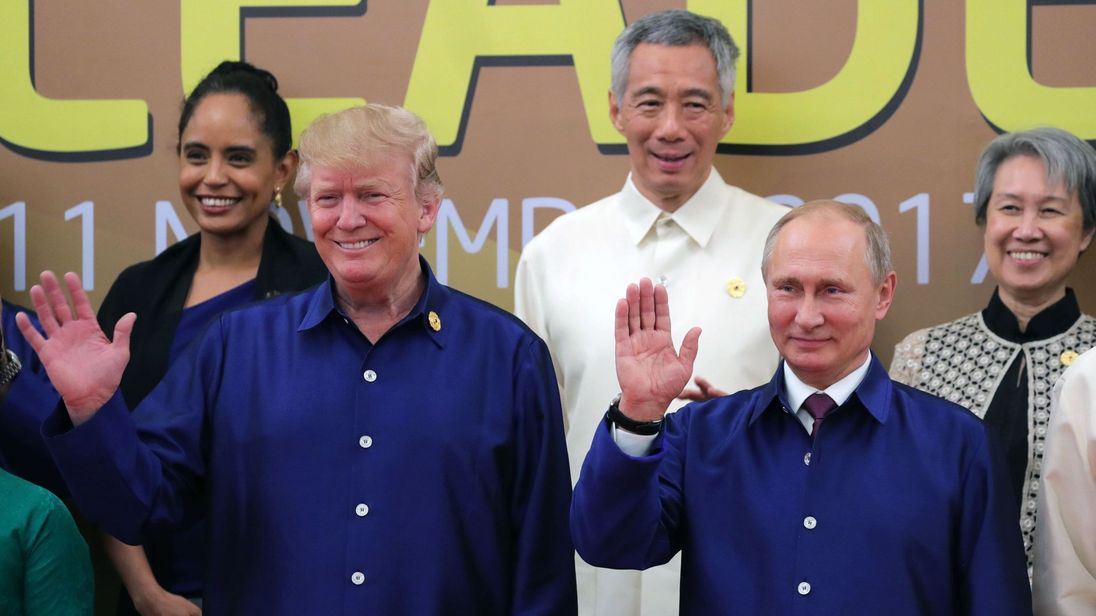 The two leaders both worse blue shirts