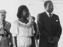 Mugabe visits the Queen at Buckingham Palace with his first wife Sally in 1982