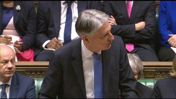 Phillip Hammond delivers his budget speech